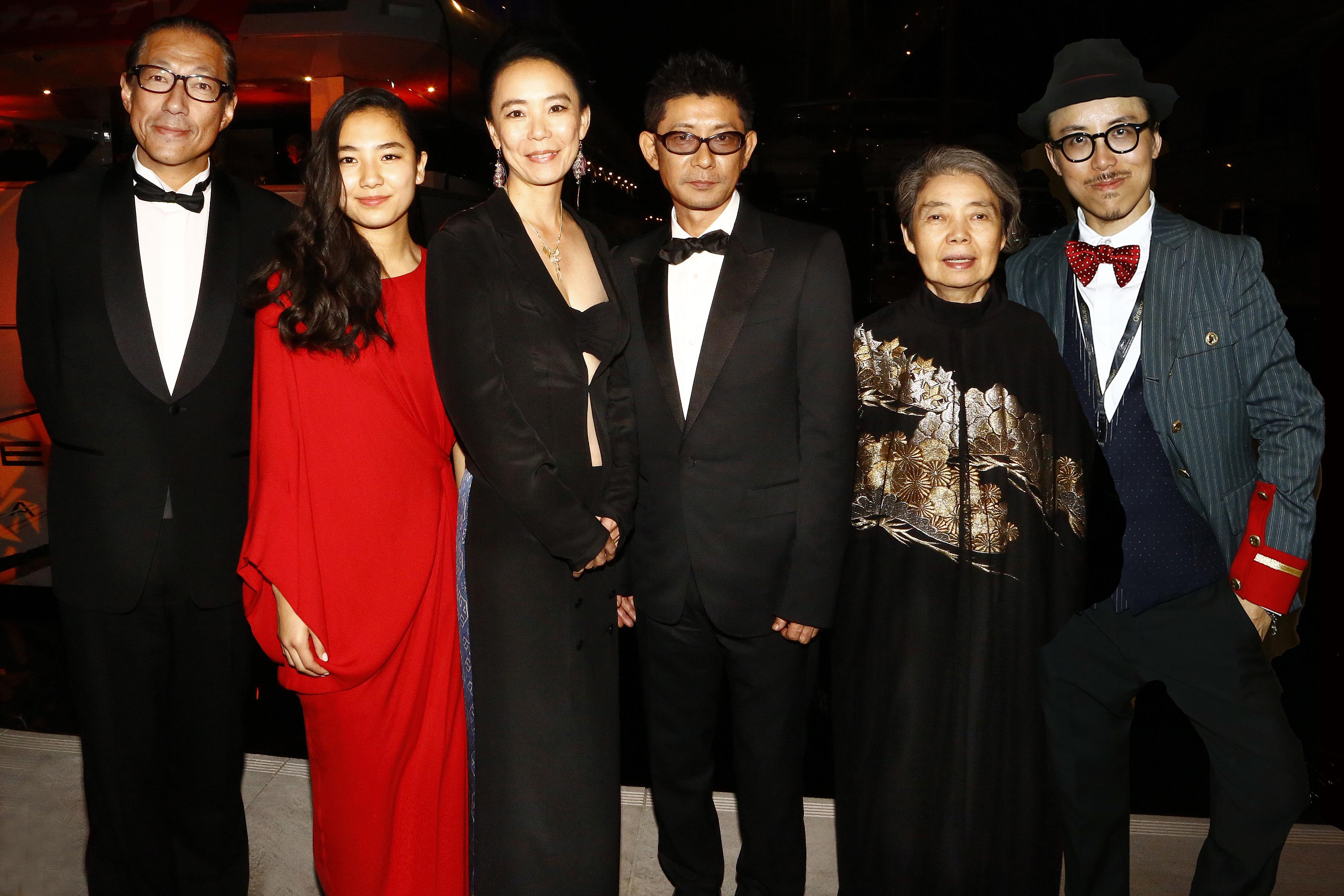 http://www.kawasenaomi.com/kumie/news/Cannes_R4A7447-109-NEW.jpg